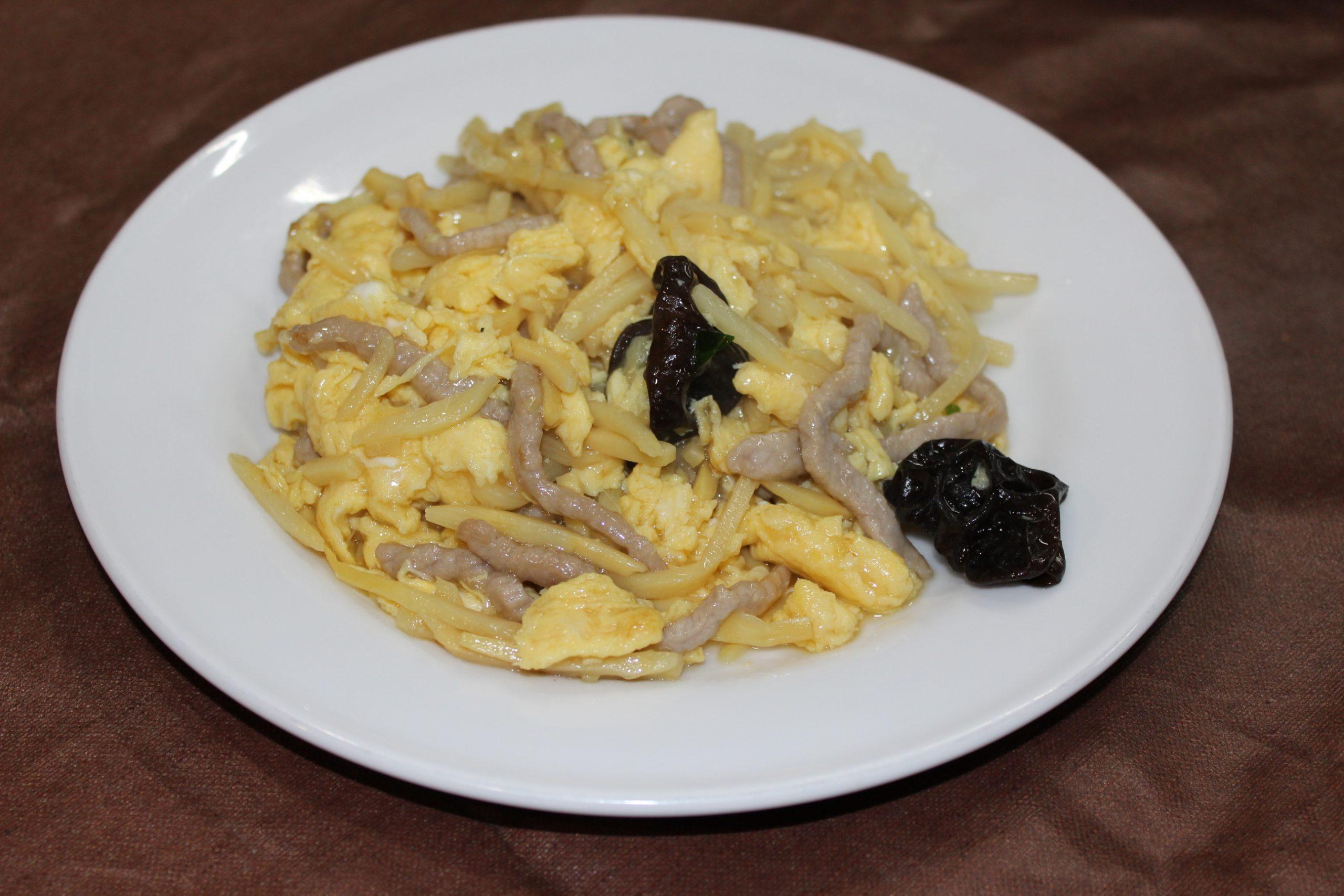【木須肉】豚肉と玉子とキクラゲと竹の子の炒めもの
