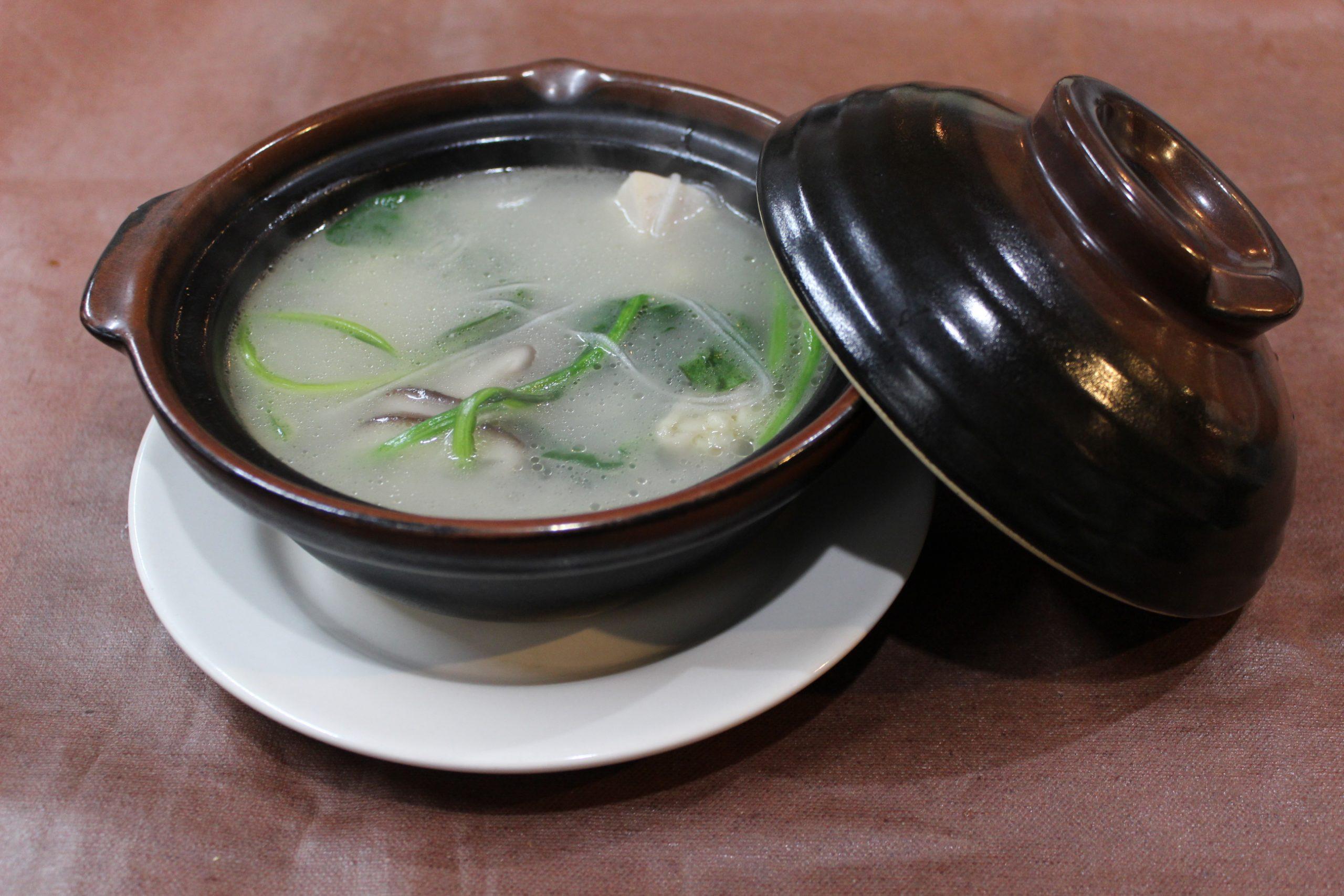 【鶏肉砂鍋】鶏肉とシイタケと春雨の土鍋スープ